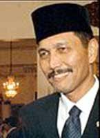 http://tbn0.google.com/images?q=tbn:05RDA3D7apSL-M:http://www.tokohindonesia.com/ensiklopedi/l/luhut-panjaitan/luhut_panjaitan.jpg