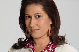 Doña Alicia sale de la - 5e38d46e457dd3aed82ef27c6e9af693
