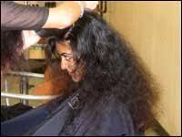 مواد ثابت کننده حالت و ارایش مو ها فیکس کننده حالت مو ها کنار دریا