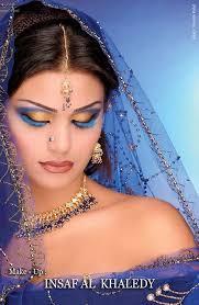 طريقة عمل مكياج هندي سهل مره بالصور 080306142359USZo.jpg