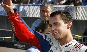Jorge Lorenzo salutes the - Jorge-Lorenzo-Fiat-Yamha--001