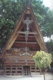http://tbn0.google.com/images?q=tbn:5a8IaCIhcRy_-M:http://artasia.www2.50megs.com/photo/indo/Batakhouse.jpg