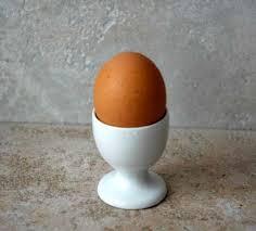 Mots d'enfant... la poule, l'oeuf ...ou...le coq en premier ? dans ça alors ! oeuf_a_la_coque_deux_vue_1