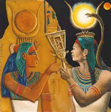 La déesse Isis , soeur et épouse d'Osiris(Ousir ou Asir ;on l'appelait aussi Ounen-Néfer (« L'éternellement beau »)) dans Non classé