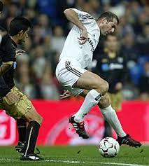 أشهر لاعبي كرة القدم zizou.jpg