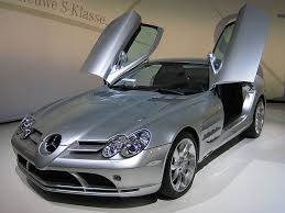 صور سيارة slr من مرسيديس 799px-Mercedes-Benz_SLR_McLaren_2_cropped