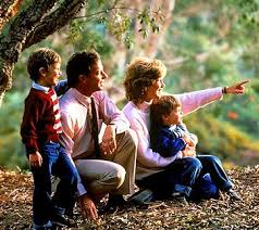 famiglia in bosco