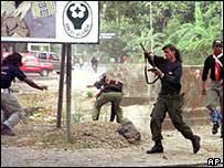 http://tbn0.google.com/images?q=tbn:ORp0Z2cvrsqFmM:http://newsimg.bbc.co.uk/media/images/40064000/jpg/_40064849_militia_ap203.jpg