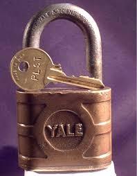http://tbn0.google.com/images?q=tbn:RDq4GaQMvyLmDM:http://www.charleslocksmith.com/Yale_with_key1.jpg