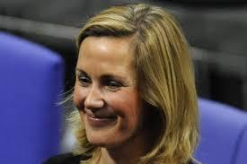 """First Lady Bettina Wulff will mehr sein als die """"Frau an seiner Seite\x26quot;. - bwulff22_HA_Sport_B_476781c"""