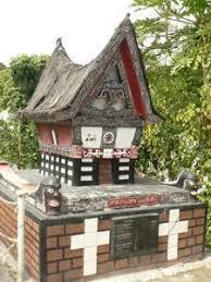 http://tbn0.google.com/images?q=tbn:VRozNd-30ptqAM:http://img2.travelblog.org/Photos/1878/18916/t/85789-Modern-Batak-grave-1.jpg