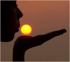 """sole mano Giornata per la """"vita"""" 2009:""""La forza della vita nella sofferenza"""""""