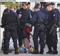 Sarkozy_CRS_Etat_d_urgence-tbn.jpg