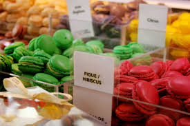 Google Image Result for http://upload.wikimedia.org/wikipedia/commons/1/1f/Macarons-lagrandeepicerie.JPG :  shopping mothers day gift macarons