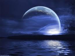 Luna rozando el agua