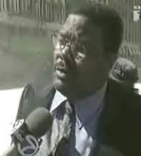 Un fonctionnaire des Services d'urgence parle d'explosions au WTC7 avant l'effondrement des tours thumbnail