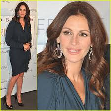 Julia Roberts: \x26#39;Eat, Pray, Love\x26#39; in Paris! - julia-roberts-eat-pray-love-premiere-paris