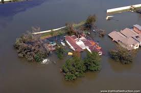 http://www.katrinadestruction.com/images/v/new+orleans+flood/hurricane+katrina+flooding+photos.html