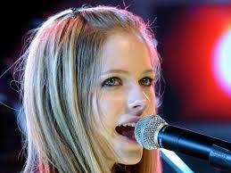 Avril Lavigne 1 - Fazla S�ze Gerek Yok Sadece Bak�n...