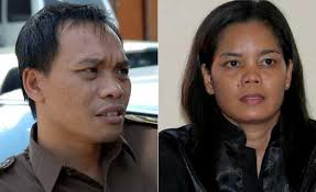 Balinese lead prosecutor Ida Bagus Wiswantanu and Corby\x26#39;s chief lawyer Lily ... - who_who_gallery__550x336,0