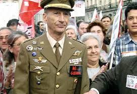El coronel Amadeo Martínez Inglés acusa al Rey