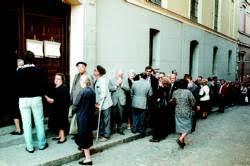 Largas colas para votar (15.06.1977)