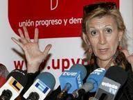 Rosa Díez en rueda de prensa