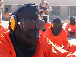 Presos humillados en Guantánamo (base de EE.UU.)