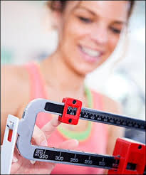 rapid weight loss tips that work, a smiling woman on a scale